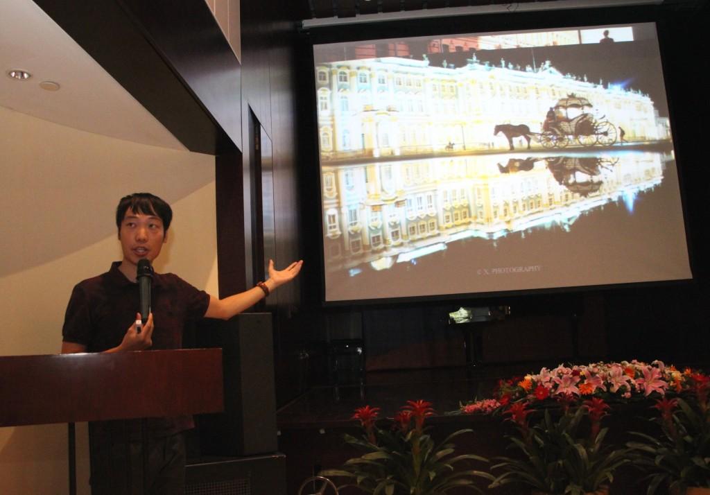 Выступление преподавателя Пекинского университета коммуникаций И Чуаня