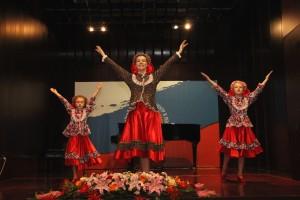 """""""小白桦""""民族舞团体表演舞蹈《芭勒娘》 Коллектив народного танца «Березка» исполняет композицию «Барыня»"""