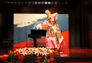 伊琳娜.艾萨乌连科表演的舞蹈《俄罗斯纪念品》 Ирина Эсауленко с танцем «Русский сувенир»