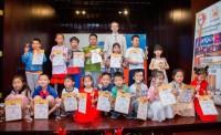 Общее фото лауреатов Гран-при конкурса детского рисунка