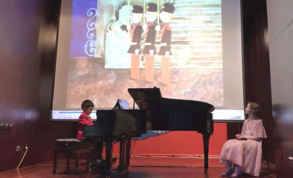 中国少儿钢琴演奏者表演的 《 木偶兵进行曲》  Марш деревянных солдатиков» в исполнении юного китайского пианиста