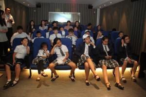 Юные гости и их родители перед началом презентации