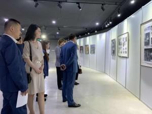 Осмотр выставки студентов художественного класса Репина