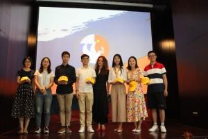 Фото со студентами университета Цинхуа после завершения мероприятия  活动结束后与清华大学学生们的合影