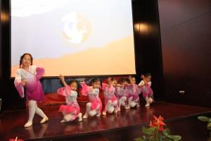 中国小朋友的表演 Выступление от китайских школьников