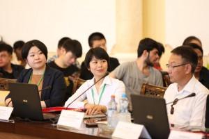 Слева направо. Н.Одагири, Кансайский университет(Япония). В центре Динь Тхи Тху Хуен, Ханойский университет(Вьетнам), справа- проректор по науке и инновациям СВФУ К.К. Кривошапкин.