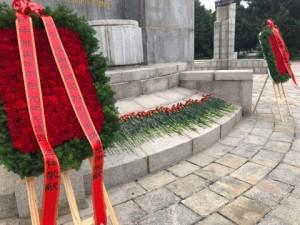 Церемония возложения венков и цветов 献花仪式