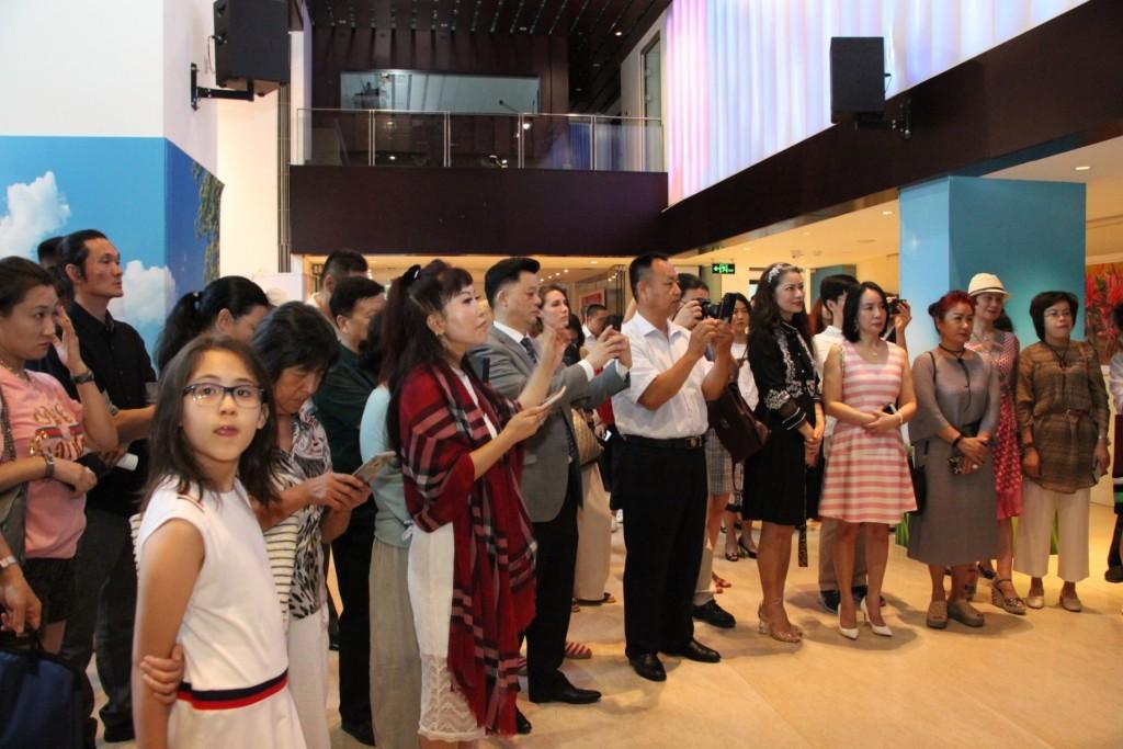 展览开幕式来宾Участники церемонии открытия выставки