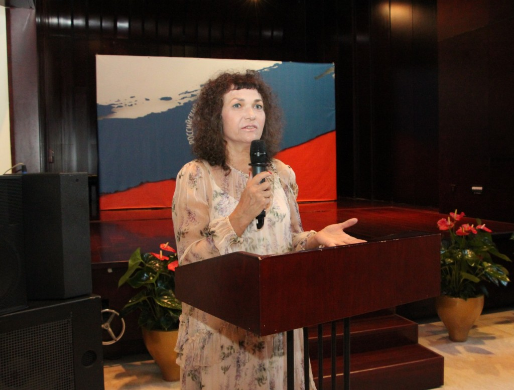 俄罗斯画家叶罗奇金娜发言 Выступление российского художника Н.В. Ерочкиной