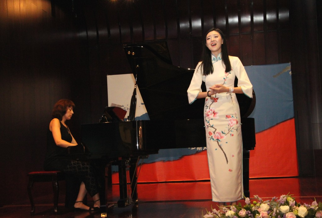李红阳演唱歌曲《你还记着我吗?》,钢琴伴奏-英娜•博布罗娃 Песня «Помнишь ли меня мой свет?» в  исполнении Ли Хунъян, за роялем Инна Боброва