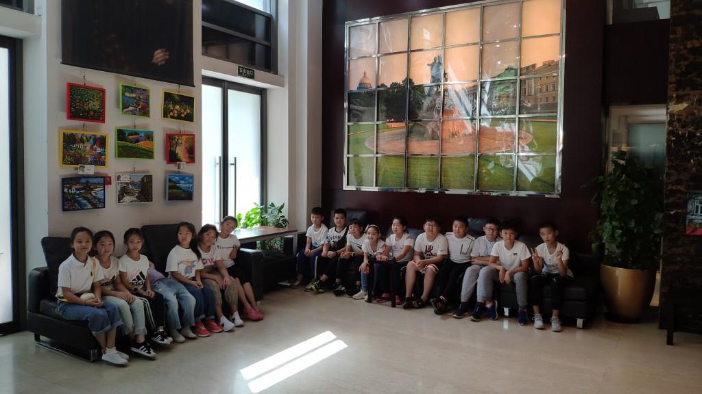 北京俄罗斯文化中心的小客人们 Юные гости Российского культурного центра в Пекине