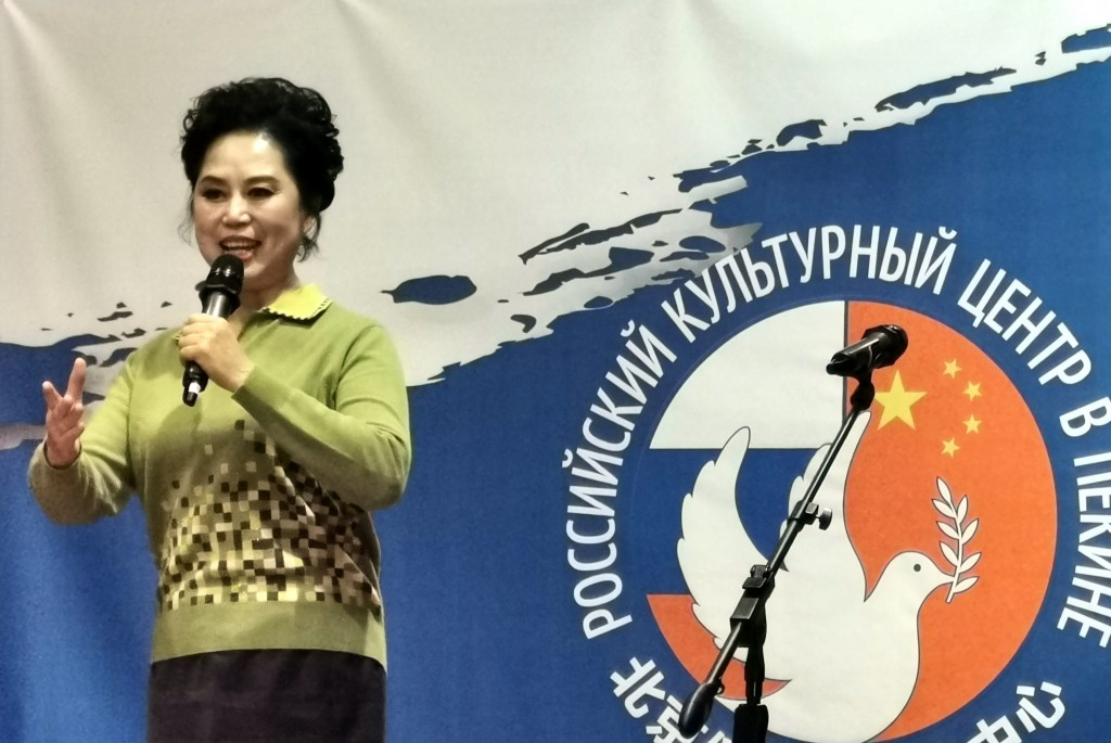 Певица Чжоу Шуньпин