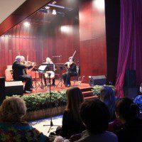 Музыканты на сцене многофункционального зала