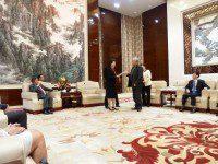 Передача вице-губернатору провинции Аньхой г-же Хуа Цзяньхой обращения правительства Нижегородской области