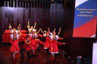 На сцене – танцевальный коллектив из России