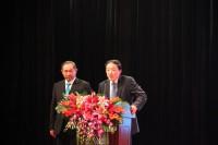 Выступает председатель китайского отделения Всемирного фонда мира Ли Жухун  北京国际和平文化基金会主席李若弘