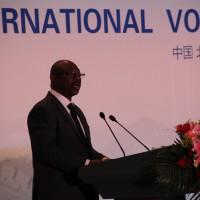 Выступает резидент-координатор ПРООН в Китае Алэн Нудеу