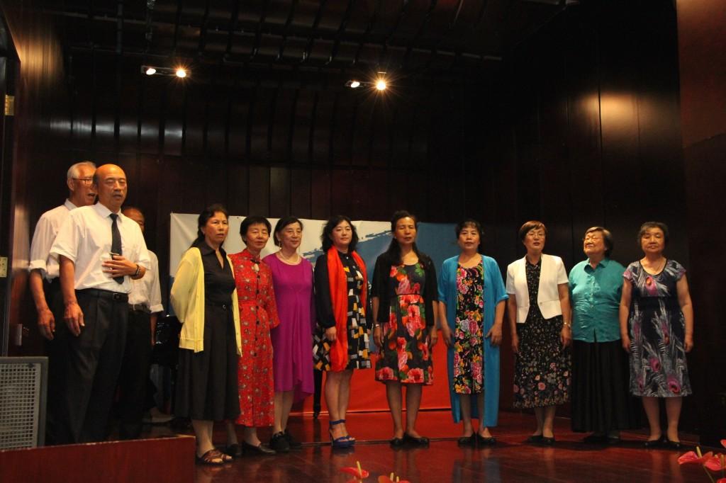 Выступление хора «Березка» с композицией «Вечер на рейде»