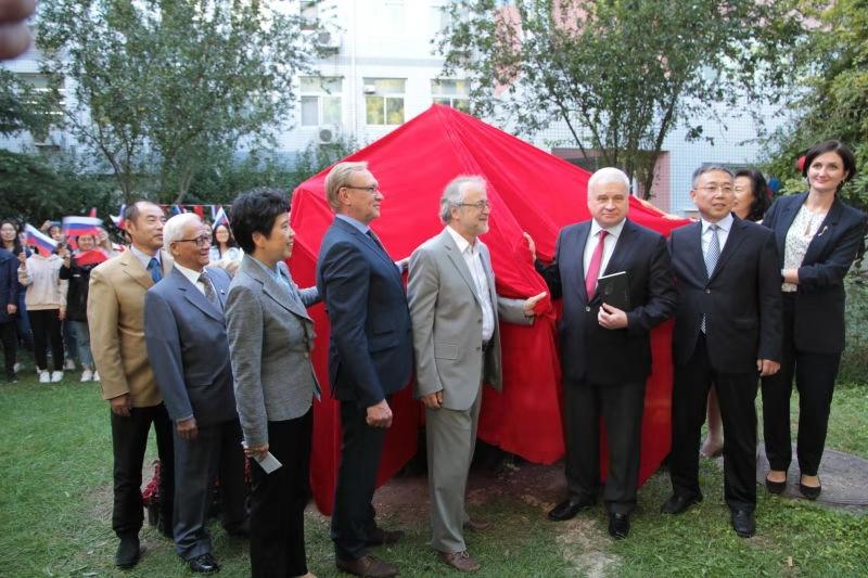 Церемония открытия памятника